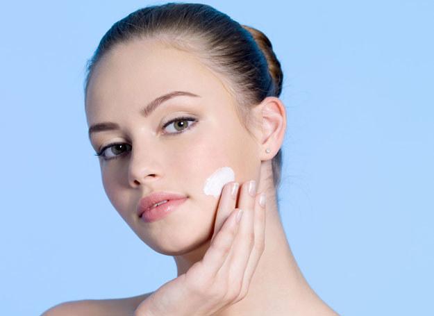 Skóra dwudziestolatki wymaga innej pielęgnacji niż skóra dojrzała /123RF/PICSEL