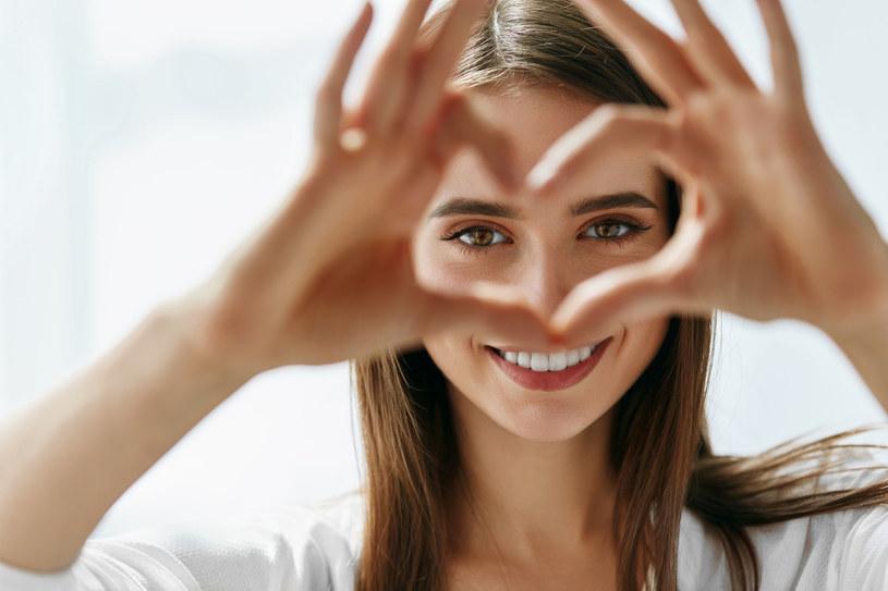 Skóra pod oczami jest delikatna i wrażliwa, dlatego potrzebuje odpowiedniej pielęgnacji /123RF/PICSEL