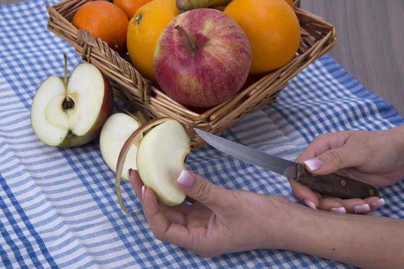 Skórka jabłka jest niezywkle cenna odżywczo /123RF/PICSEL