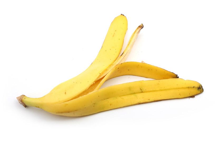 Skórka z banana ma wiele właściwości /123RF/PICSEL
