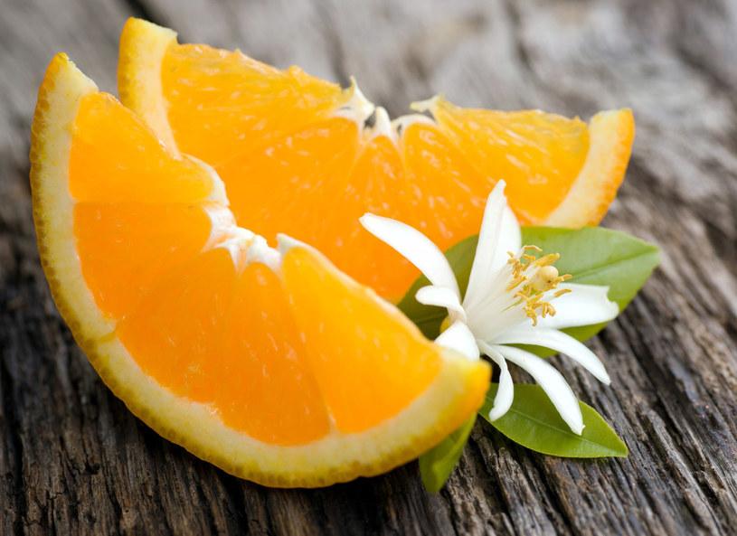 Skórka z pomarańczy przyda się nie tylko w kuchni /123RF/PICSEL