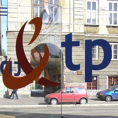 Skorygowany zysk netto grupy TP SA w IV kwartale 2010 r. spadł do 218 mln zł z 252 mln zł w 2009 r. /INTERIA.PL
