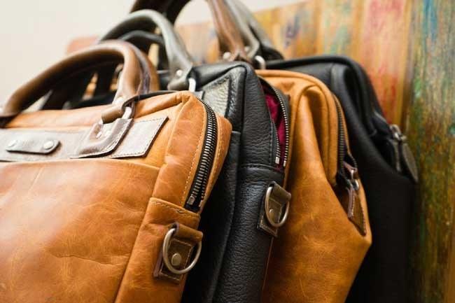 skórzane torebki czyszczenie /© Photogenica