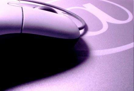 Skradziona tożsamość - to częsty problem w serwisach społecznościowych.  fot. Rodolfo Clix /stock.xchng