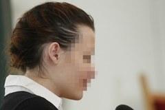 Skromnie ubrana i uczesana. Katarzyna W. na sali sądowej w kajdankach