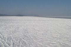 Skuta lodem Zatoka Gdańska jeszcze bardziej niebezpieczna