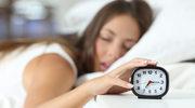 Skuteczne sposoby na miłą pobudkę rano