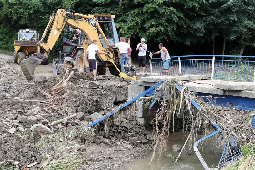Skutki błyskawicznej powodzi, która przeszła przez Świdnik w Małopolsce. /Grzegorz Momot /PAP