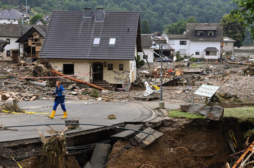 Skutki powodzi w miejscowości Schuld /CHRISTOF STACHE / AFP /AFP