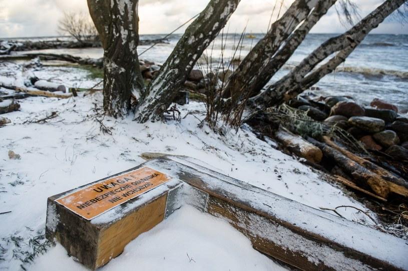 Skutki sztormu widoczne były na całym wybrzeżu. Tu na zdjęciu Gdynia Orłowo /Mateusz Ochocki/KFP/REPORTER /East News