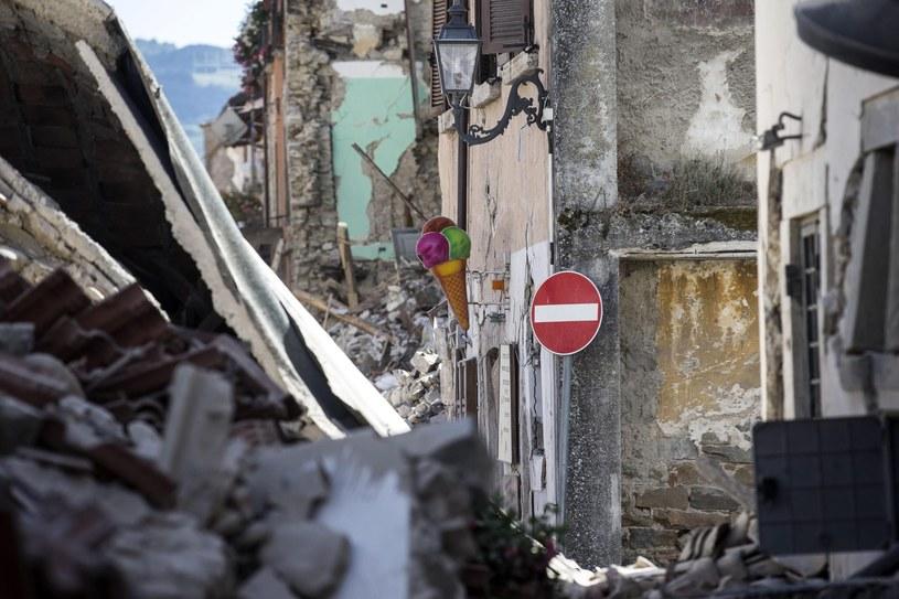 Skutki trzęsienia ziemi we Włoszech /MASSIMO PERCOSSI /PAP/EPA