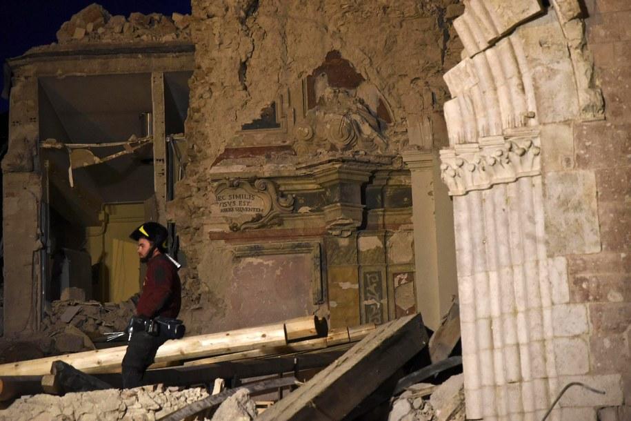 Skutki trzęsienia ziemi we Włoszech /PIETRO CROCCHIONI /PAP/EPA