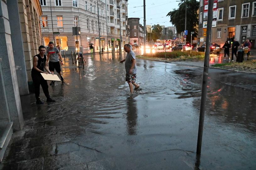 Skutki ulewy w Szczecinie / Marcin Bielecki    /PAP