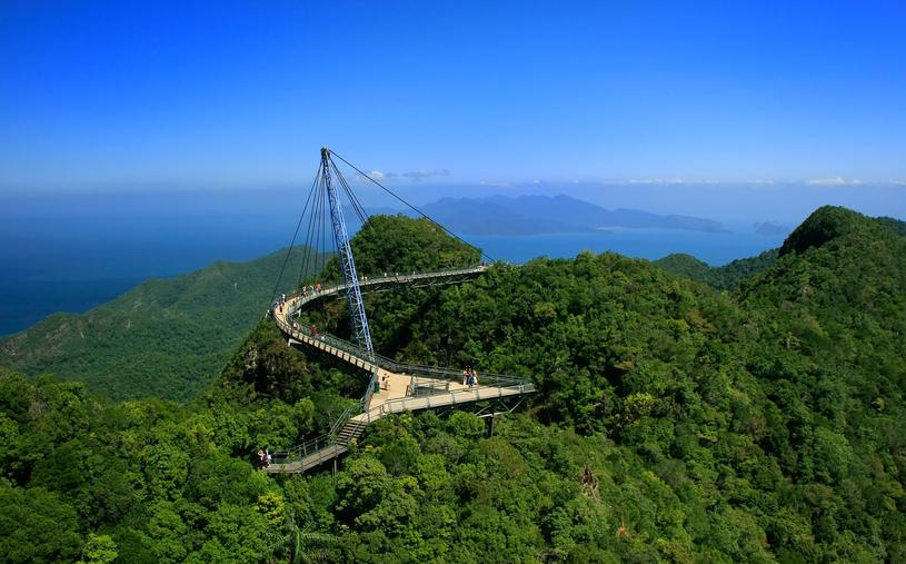 Sky Bridge – most na szczycie Gunung Mat Chinchang jest jedną największych atrakcji Langkawi /123RF/PICSEL