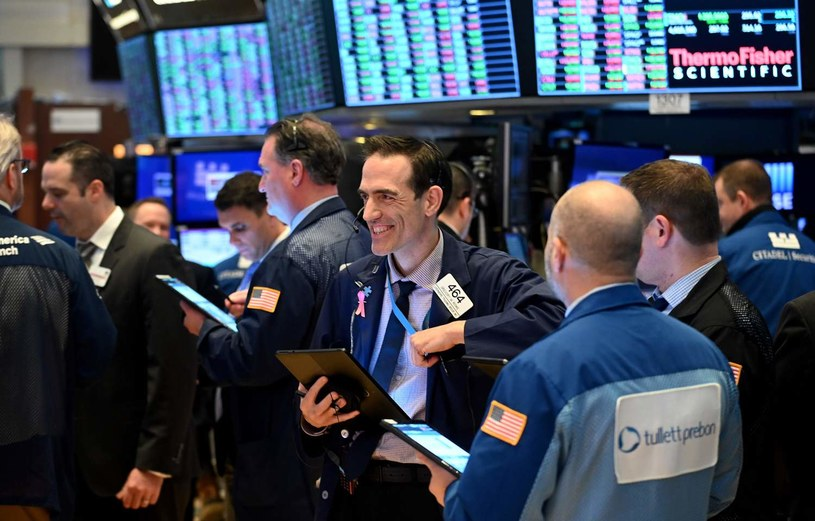 Słaba końcówka sesji na Wall Street /AFP
