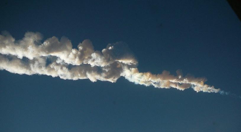 Ślad pozostawiony w atmosferze przez meteor czelabiński /Wikipedia