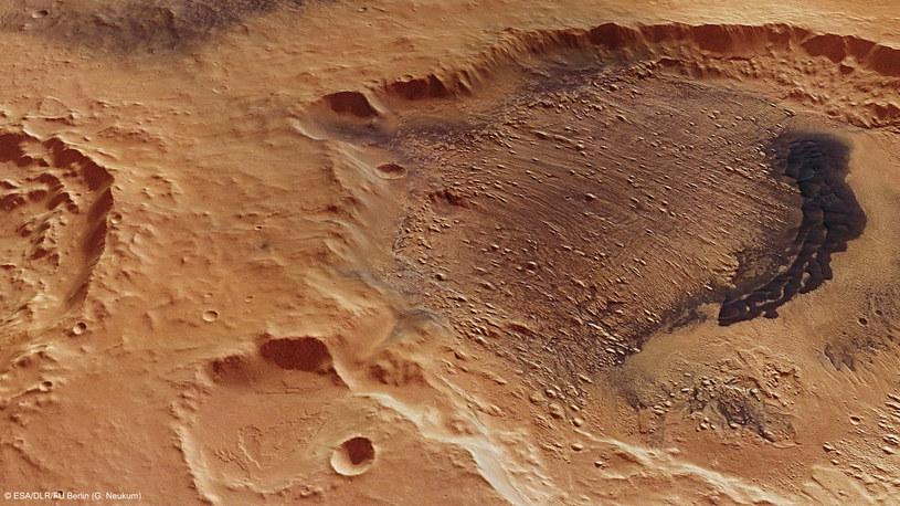 Śladów życia powinniśmy szukać pod powierzchnią Marsa /NASA