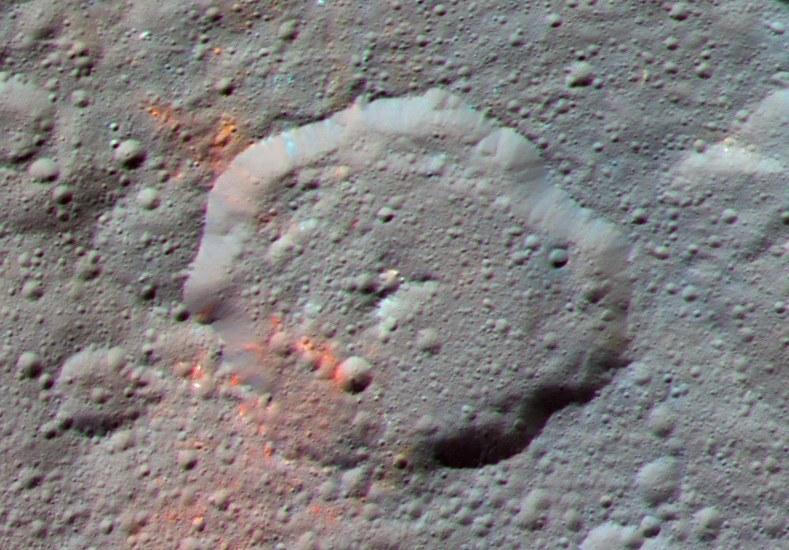 Ślady substancji organicznych w rejonie krateru Ernutet /NASA/JPL-Caltech/UCLA/MPS/DLR/IDA /materiały prasowe