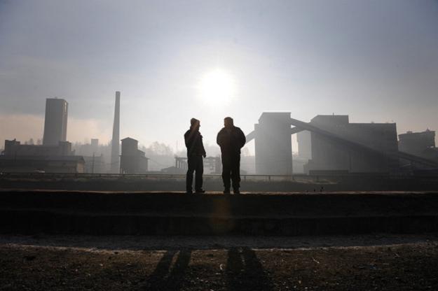 Śląski moloch zwolni teraz dziesięć tysięcy ludzi /AFP