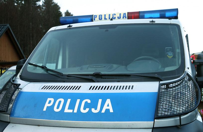 Śląskie: 45-latek przejechał mężczyznę, który leżał na podjeździe do jego posesji, zdj. ilustracyjne /MONKPRESS/East News /East News