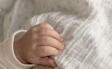 Śląskie: Biła dwumiesięczną córkę i podała jej amfetaminę. Dziecko zmarło