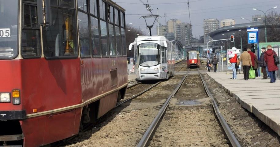 Śląskie tramwaje wyjadą na tory dwie godziny później niż zwykle /Andrzej Grygiel /PAP