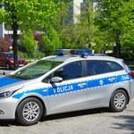 Śląskie: Uderzyli kolegę młotkiem i kazali biegać półnago. Usłyszeli zarzuty