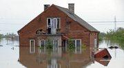 Śląskie: Woda podtapia domy, osuwa się ziemia