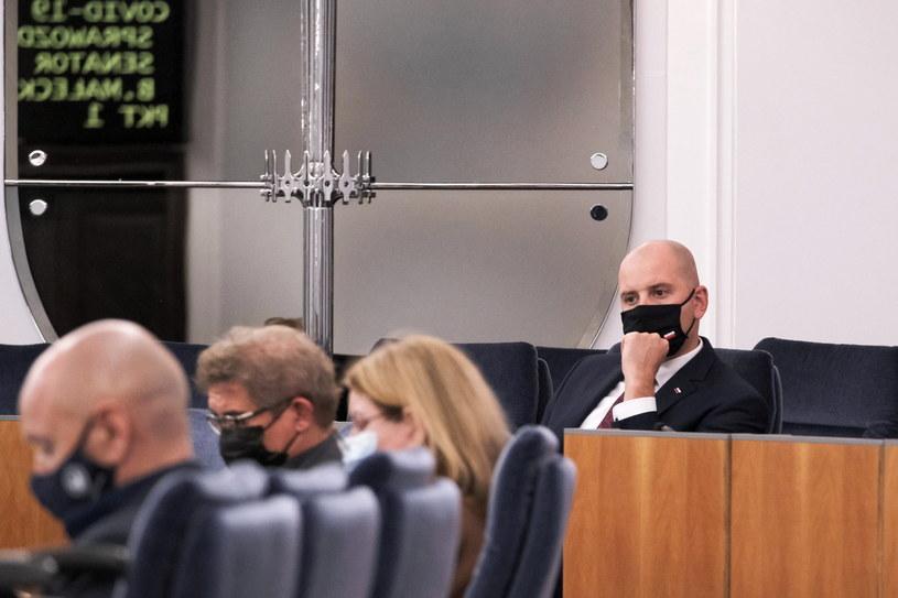 Sławomir Gadomski (z prawej) podczas obrad Senatu /Mateusz Marek /PAP