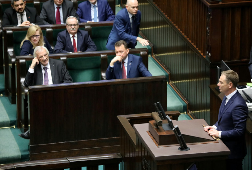 Sławomir Nitras na mównicy sejmowej, w tle Ryszard Terlecki /Piotr Molecki /East News