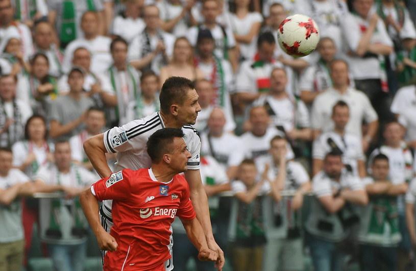 Sławomir Peszko (w czerwonej koszulce) w meczu z Legią Warszawa /Bartłomiej Zborowski /PAP