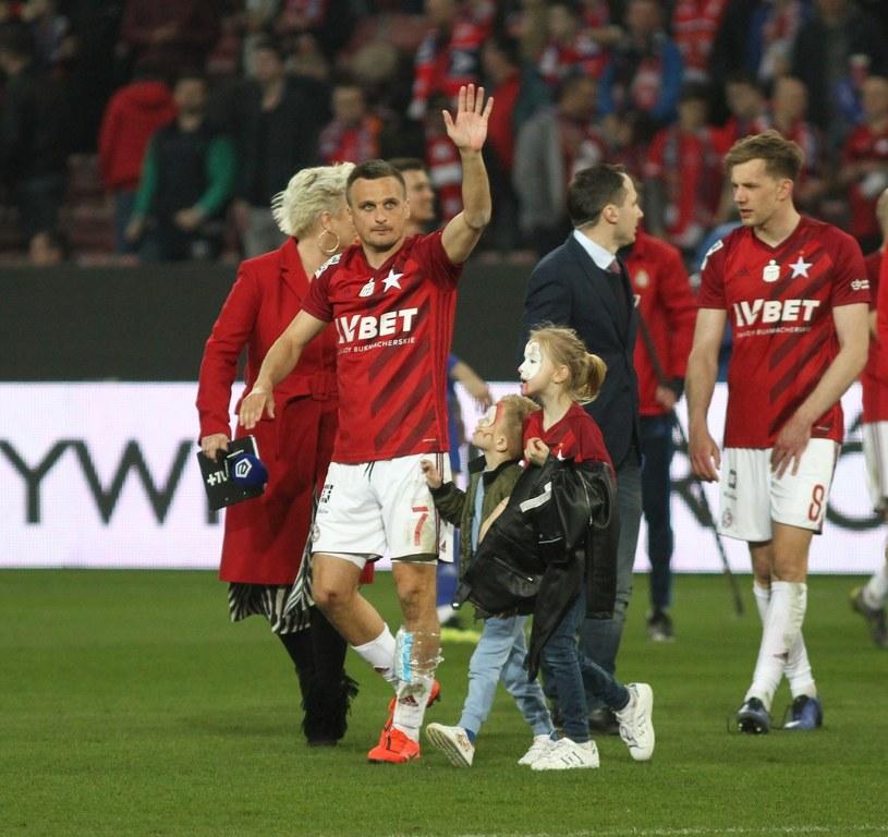 Sławomir Peszko (z córką Wiktorią i synem Marcelo) odrodził się wraz z Wisłą Kraków. /Jacek Kozioł /East News