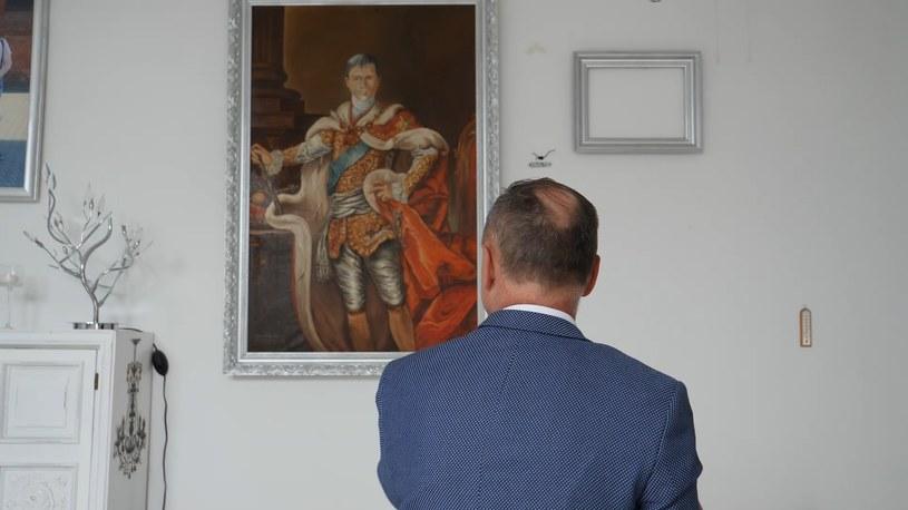 Sławomir Weisner podczas pobytu w szpitalu zlecił namalowanie obrazu z własną podobizną /INTERIA.PL