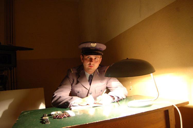 """Sławomir Zapała jest z wykształcenia aktorem. Na zdjęciu w filmie """"Popiełuszko. Wolność jest w nas"""" (2009) /materiały prasowe"""