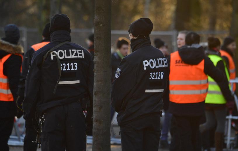Śledczy badają, czy w chwili zamachu sprawca znajdował się pod wpływem narkotyków /JOHN MACDOUGALL /AFP