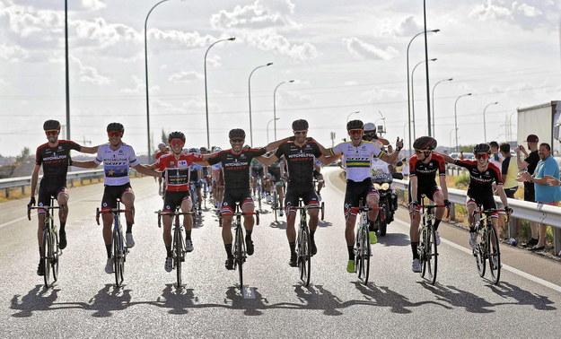 Śledź relacje z wyścigu Vuelta a Espana i zdobywaj rowerowe gadżety