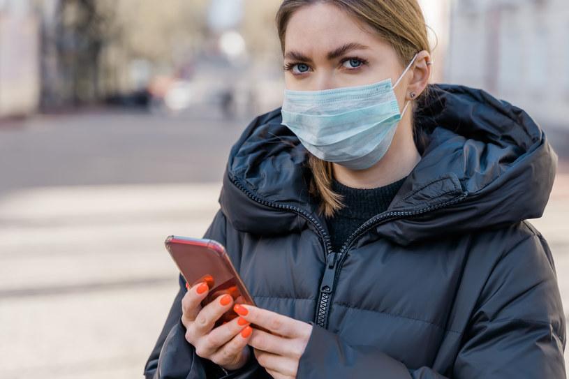 Śledzenie komórek obywateli w celu upewnienia się przez władze, że przestrzegają oni zasad kwarantanny, zostało wprowadzone po ogłoszeniu stanu nadzwyczajnego w powodu pandemii koronawirusa w marcu br. /123RF/PICSEL