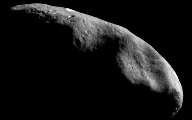 Śledzenie mijających Ziemię obiektów jest niezwykle ważne /NASA
