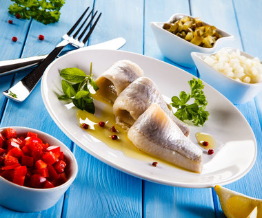 Śledzie: Dlaczego warto je jeść i jak kupić najlepsze?