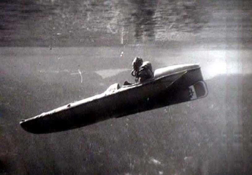 """""""Sleeping beauty"""", czyli jednoosobowe motorowe podwodne kanoe /Getty Images/Flash Press Media"""