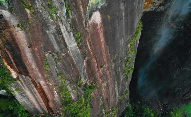 Slide Challenge - zjechali z najwyższego wodospadu świata!