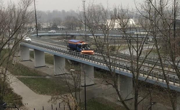 Ślisko na drogach. Fatalne warunki do jazdy w Warszawie