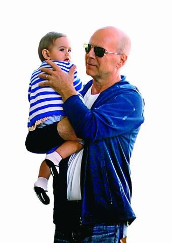 – Słodka ukochana córeczka Mabel sprawia, że ciągle czuję się młodo – zapewnia aktor. /Bulls Press Sp.z o.o.