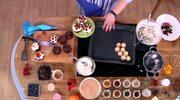 Słodkie przekąski do kawy. Brownie, eklery, tartaletki z przepisu Beaty Kartowicz