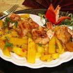 Słodko-ostra sałatka z mango i krewetek