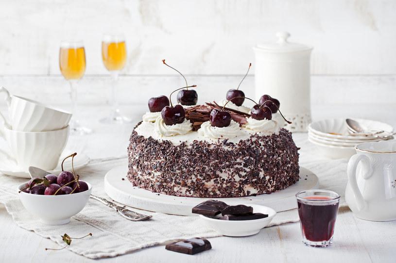 Słodycze na bazie czekolady zwiększają ryzyko chorób układu sercowo-naczyniowego i przedwczesnej śmierci /123RF/PICSEL