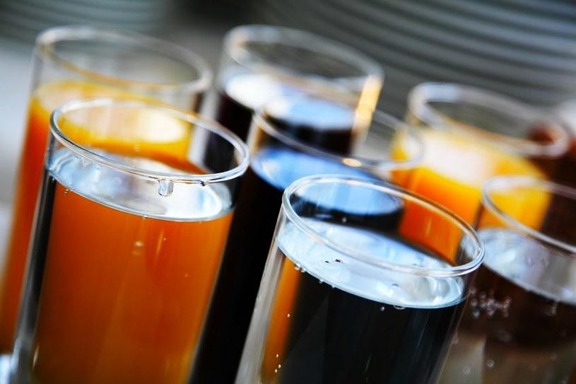 Słodzone napoje mogą być szkodliwe /123RF/PICSEL