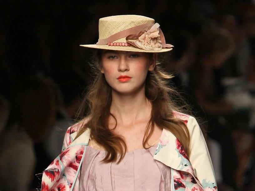 Słomkowy kapelusz jest idealny na upalne dni  /Getty Images/Flash Press Media