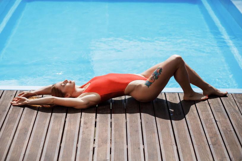 Słońce może zaszkodzić naszej skórze /123RF/PICSEL