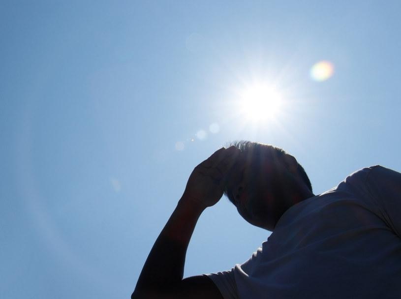 Słońce, odpowiednio dawkowane, ma pozytywny wpływ na nasze zdrowie; kiedy zmagamy się z upałami, wiele się zmienia /123RF/PICSEL